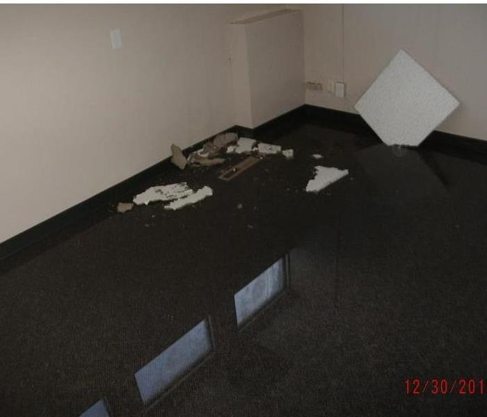Broken Pipe In Ceiling Causes Water Damage in Commercial Space